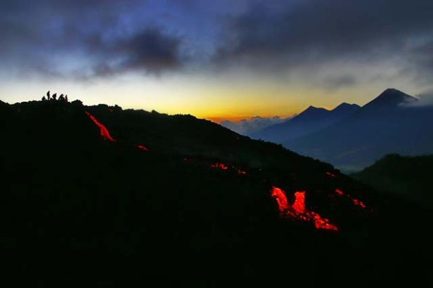 lava-volcan-de-pacaya-volcanes-guatemala