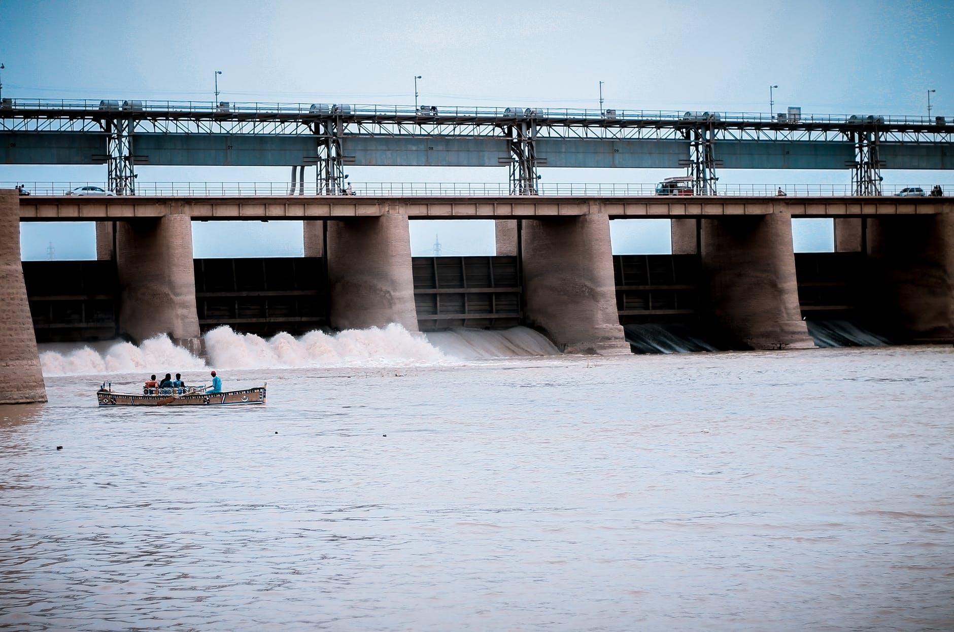 fotografía de presa hidroeléctrica