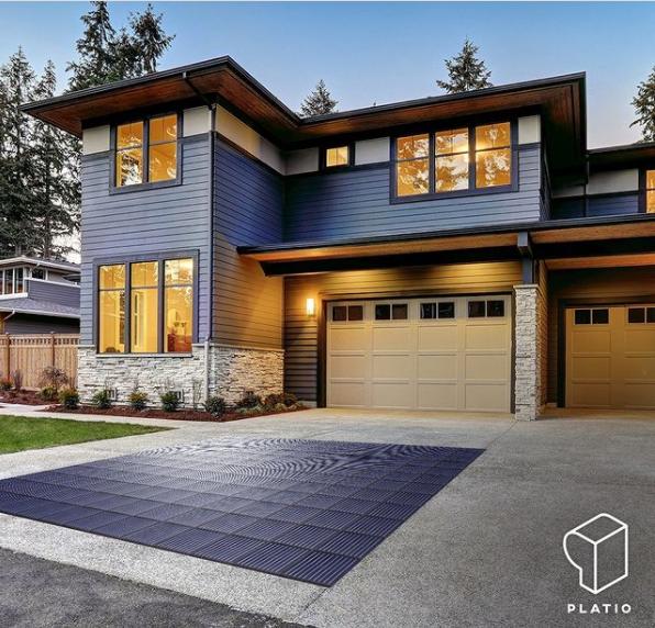 imagen de suelo fotovoltaico frente a plaza de garaje