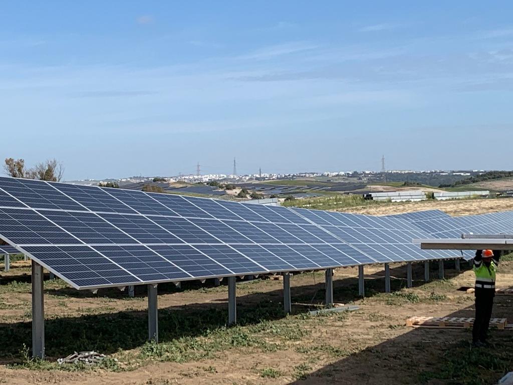 Planta solar fotovoltaica en construcción